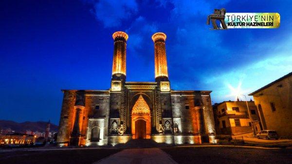 Çifte Minareli Medrese ye turist ilgisi