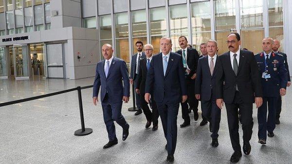 Cumhurbaşkanı Erdoğan NATO Zirvesi nde oturuma katıldı
