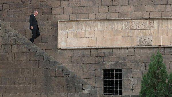 Cumhurbaşkanı Erdoğan Sur da incelemelerde bulundu