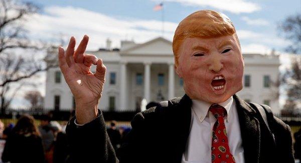 Duvarı Trump ın etrafına örün bizi kurtarın