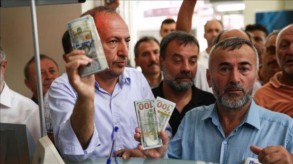 Esnaf dövizini Türk lirasına çeviriyor