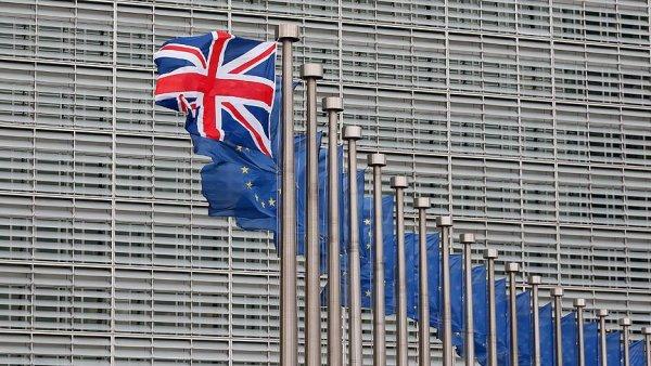 İngiltere de Brexit oylaması ertelendi