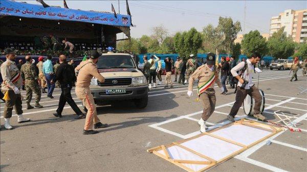 İran da askeri geçit töreninde silahlı saldırı: 24 ölü