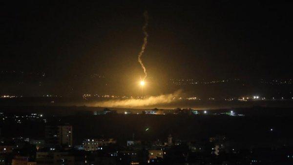 İsrail den Suriye deki İran hedeflerine saldırı