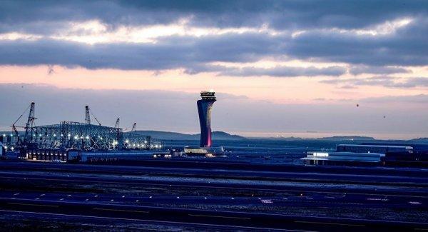 İstanbul Havalimanı nda THY uçağı direğe çarptı