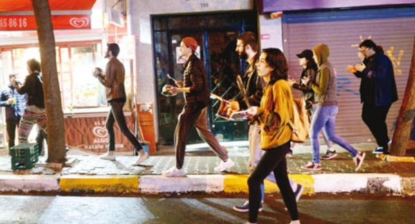 İstanbul sokaklarında tencere tava sesleri