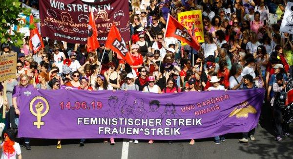 İsviçre de ücret eşitliği için kadın grevi