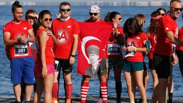 İzmir de 19 Mayıs coşkusu