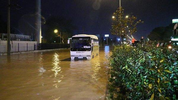 İzmir de bir aylık yağmur 3 günde yağdı