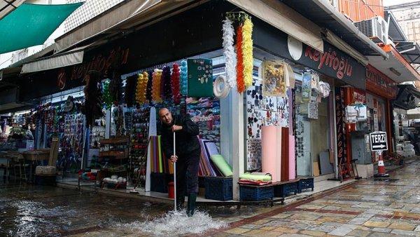 İzmir ve Bodrum sular altında