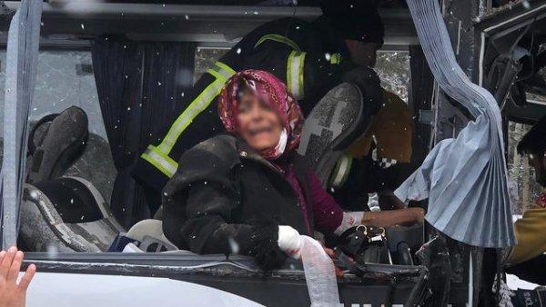 Kars ta trafik kazası: 20 yaralı