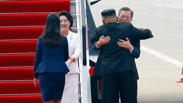 Kim den Güney Kore Başkanı Moon a samimi karşılama