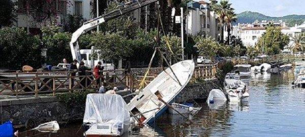 Marmaris teki sağanak yağışta 15 tekne hasar gördü