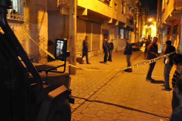 Maskeli iki grup arasında silahlı çatışma