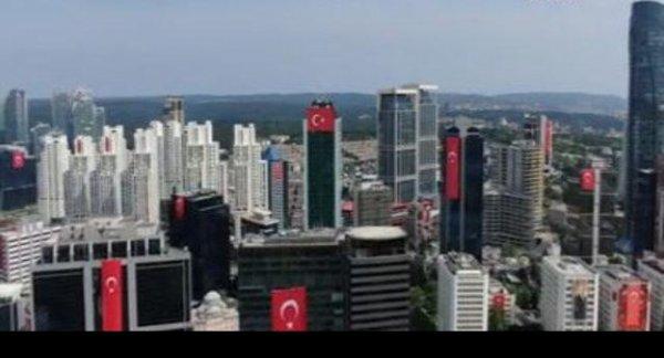 Maslak ta 19 Mayıs ta gökdelenlere Türk bayrakları asıldı