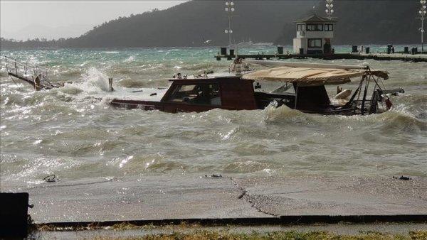 Muğla da sağanak ve fırtına etkili oluyor