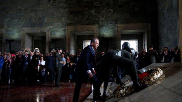 Muharrem İnce Anıtkabir de Atatürk e söz verdi