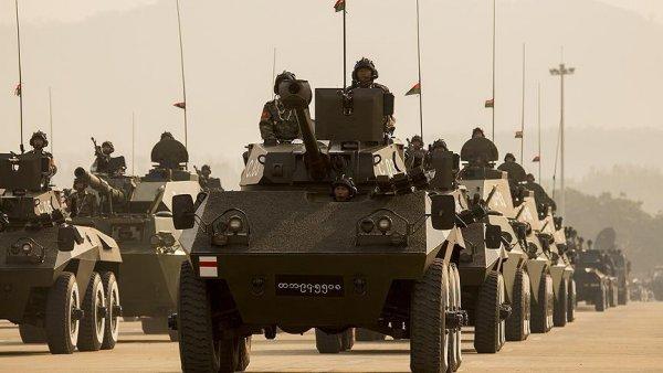 Myanmar ordusu Arakan köylerini askerileştiriyor