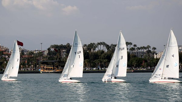 Özel sporcular özgürlüğe yelken açtı