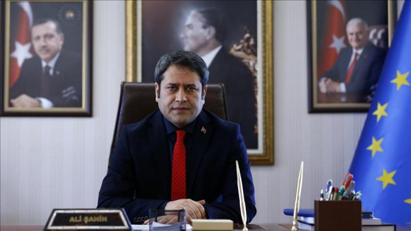 Pakistanis hail Turkish deputy minister s good deed