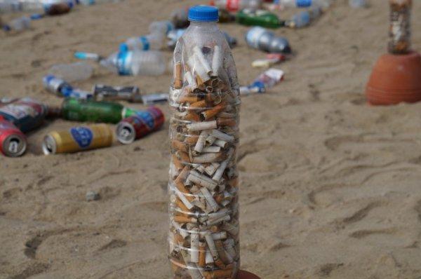Plajda Biz çöp değiliz sergisi utanacak insan arıyor