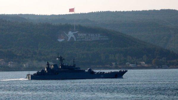 Rus savaş gemisi Çanakkale Boğazı ndan geçti