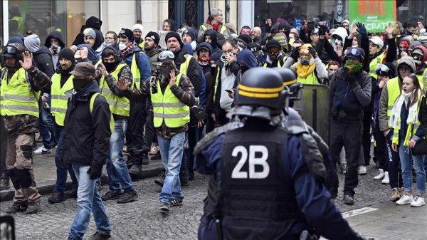 Sarı yeleklilerin gösterileri Fransa yı sarstı
