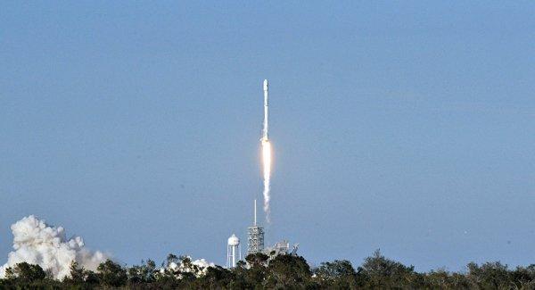 SpaceX 10 haberleşme uydusunu yörüngeye gönderdi