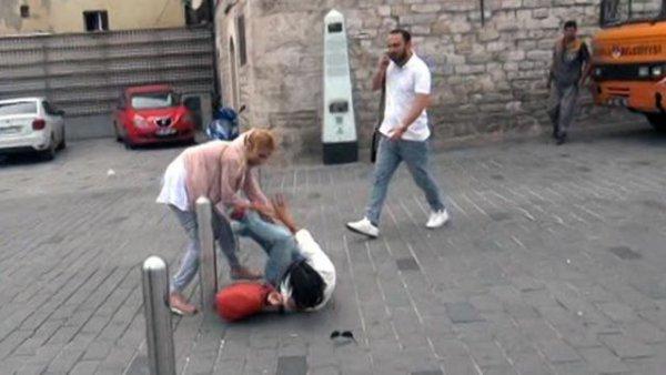 Taksim de kadınların kavgası