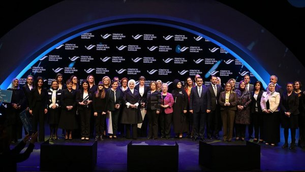Türkiye ye Enerji Veren Kadınlar ödüllendirildi