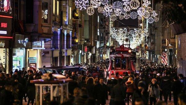 Türkiye ye iki ayda gelen turist sayısı yüzde 35 arttı