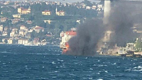 Üsküdar da tekne yangını