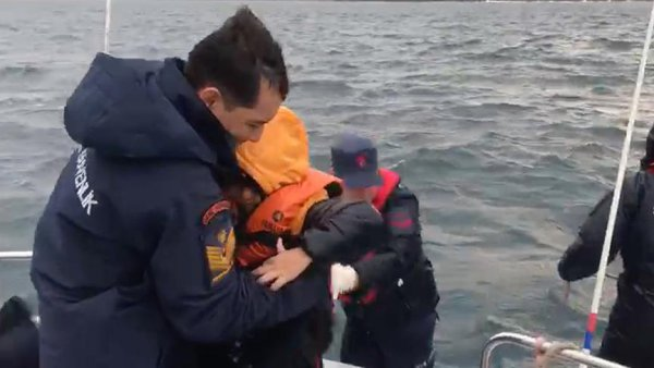 Yumurta Ada da mahsur kalan 44 düzensiz göçmen kurtarıldı
