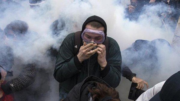 Yunanistan da öğretmenlerden olaylı gösteri
