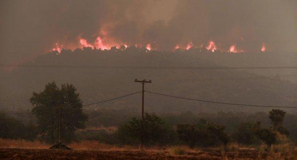 Yunanistan da yangınlarla boğuşuyor