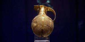 Yaklaşık 4 bin 250 yıllık altın gaga ağızlı testi Türkiye ye iade edildi